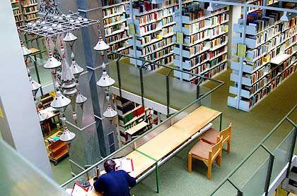 Bibliothek der Uni Konstanz: Nachtschicht für nimmermüde Studenten