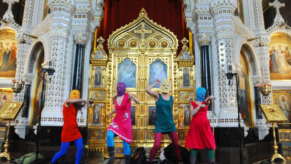 """Auftritt von Pussy Riot in der Moskauer Erlöser-Kirche: """"Die heilige Stätte entweiht"""""""