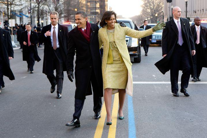 Washington 2009: Der frisch vereidigte Präsident Barack Obama mit seiner First Lady Michelle Obama in ihrem Outfit von Isabel Toledo