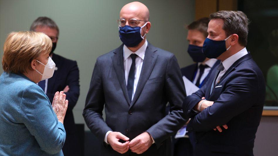 Bundeskanzlerin Angela Merkel, Charles Michel, Präsident des Europäischen Rates, Xavier Bettel, Premierminister von Luxemburg, am 10. Dezember in Brüssel