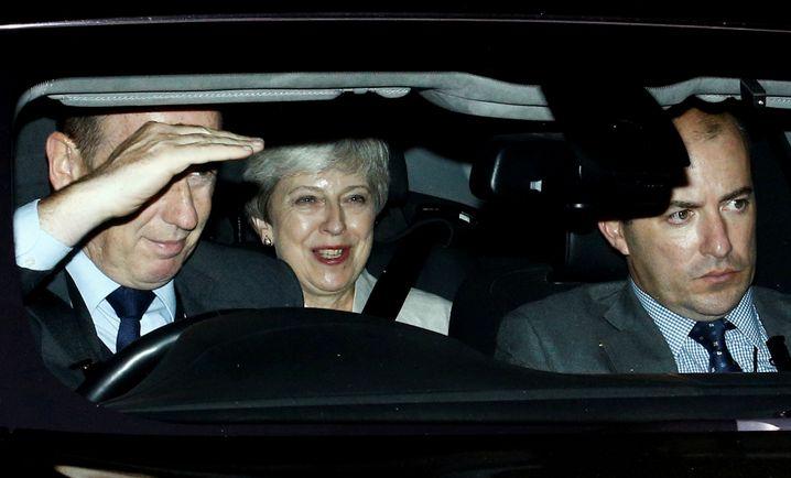 Der Mann, der sie stürzte, stolpert nun selbst: Theresa May, amused