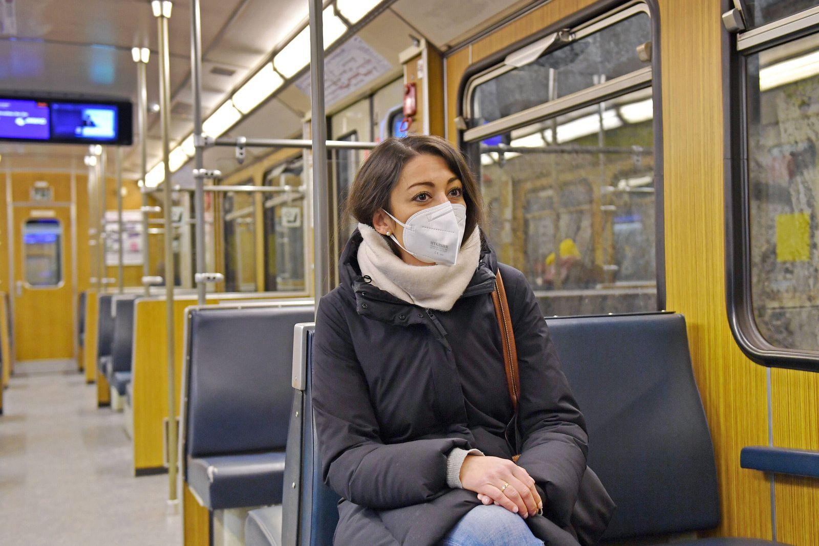 Lockdown wird bis zum 15.Februar 2021 verlaengert. Einfuehrung FFP2 Maskenpflicht im oeffentlichen Personennahverkehr. J