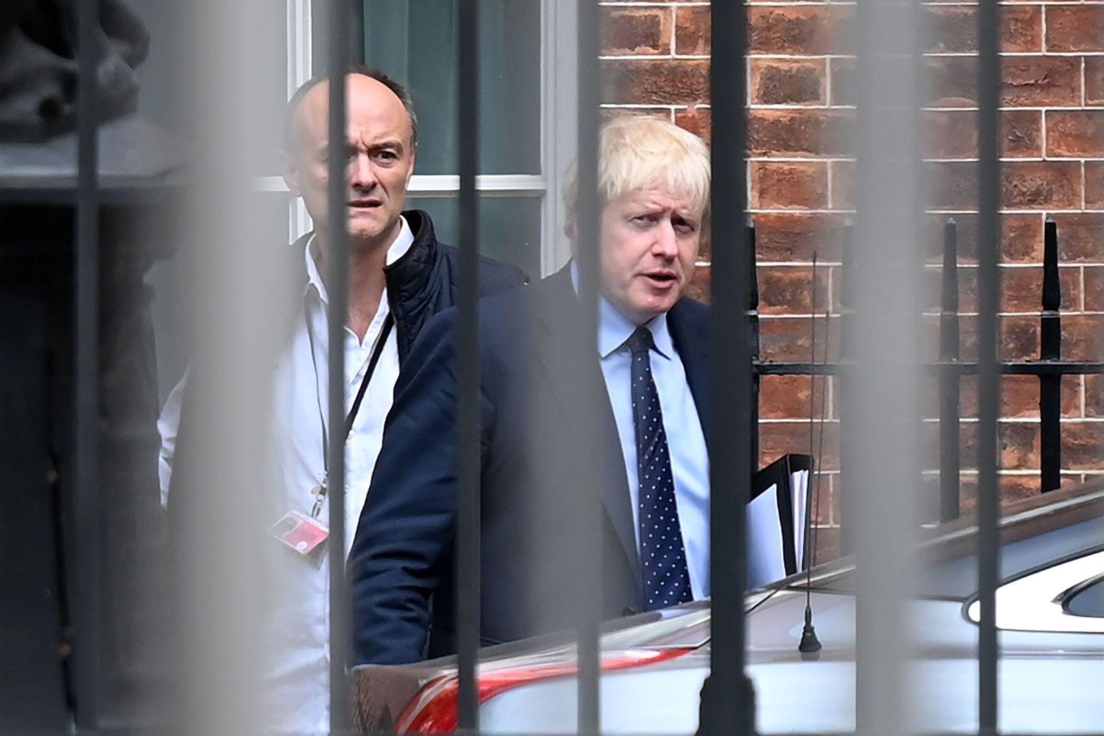 FILES-BRITAIN-HEALTH-VIRUS-CUMMINGS-POLITICS