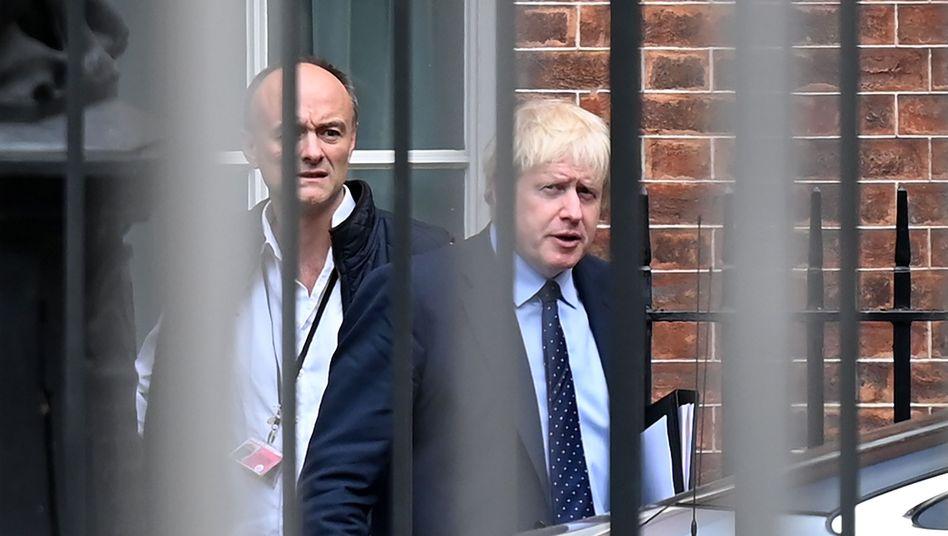 Cummings (l.) und Johnson (r.): Stolpert der Premierminister über den Skandal seines Beraters? (Archivbild)