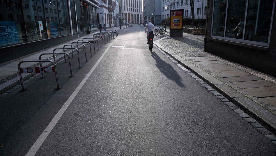 Leere Einkaufsstraße in Leipzig: Der Konsum wird abgewürgt