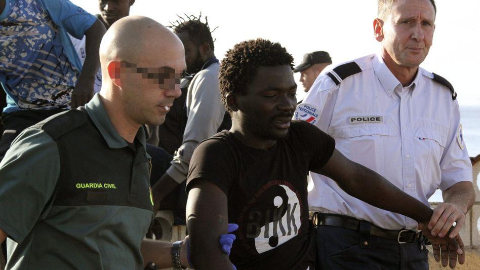 Ansturm auf spanische Exklaven: Hunderte Flüchtlinge versuchen, Ceuta und Melilla zu erreichen