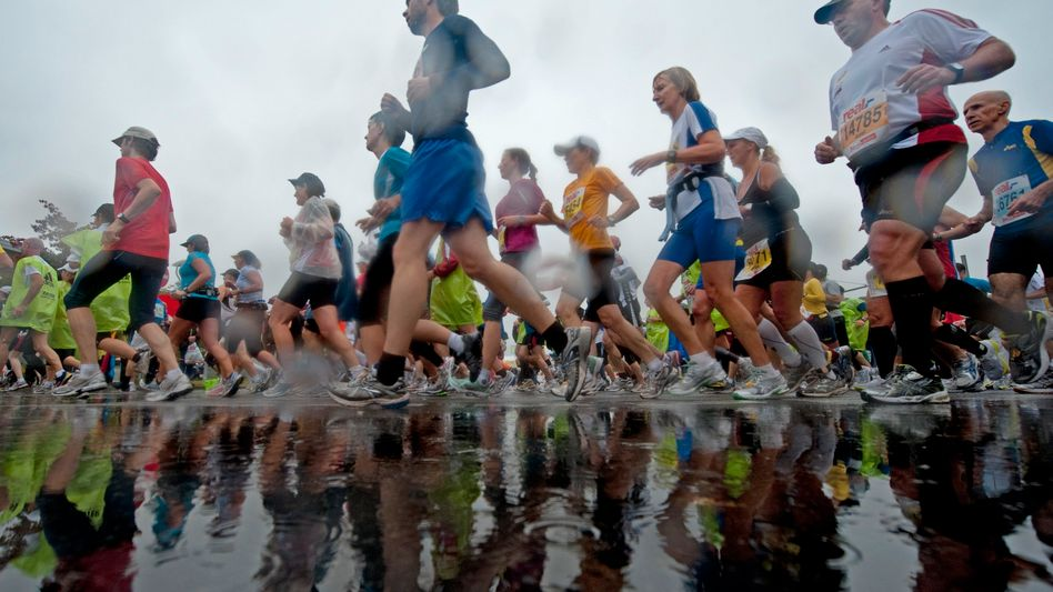 Wasserschlacht: Der Berlin-Marathon versank im Regen