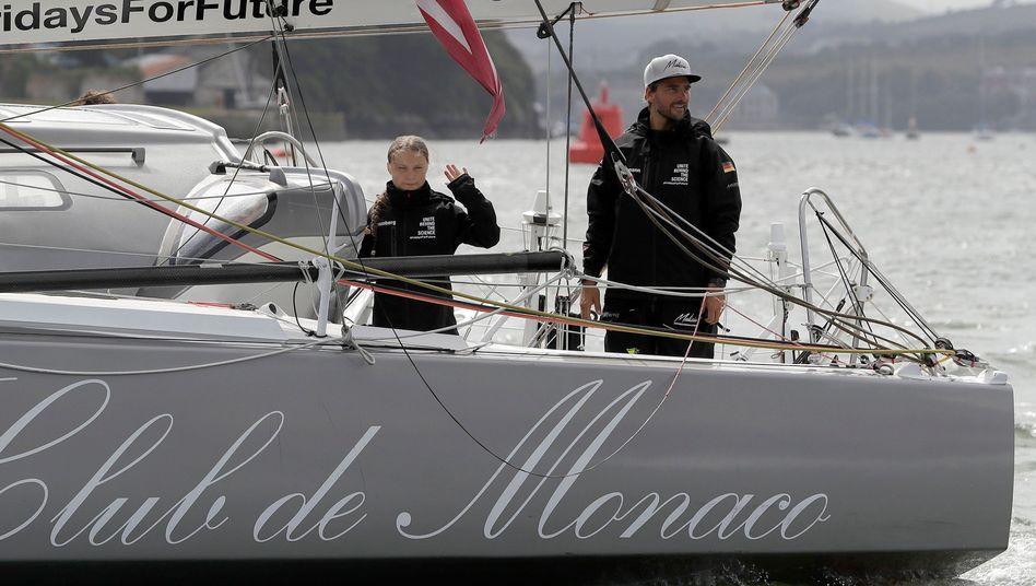 """""""Greta ist sehr tapfer und tüchtig gewesen während ihrer Reise"""", sagt Skipper Boris Herrmann (rechts)"""