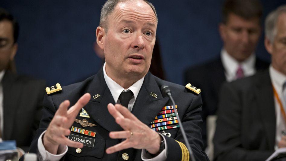 NSA-Chef General Keith B. Alexander: Schwachstellen suchen und nutzen