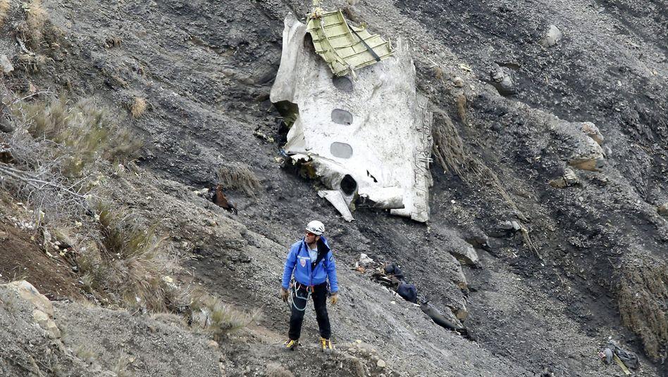 Trümmerteil der abgestürzten Germanwings-Maschine (Archiv): 150 Menschen starben beim Absturz am 24. März