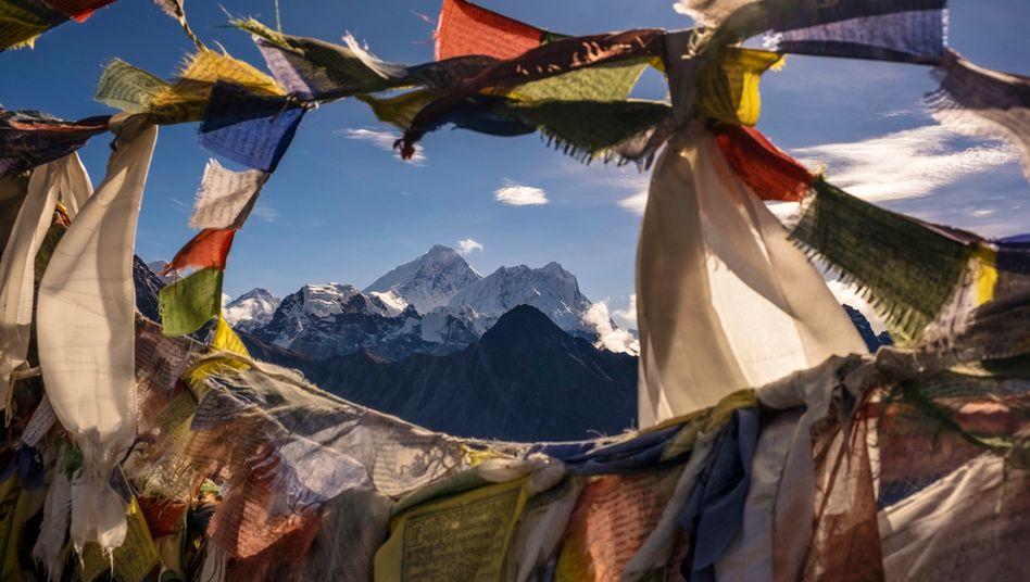 Blick auf den Mount Everest aus Nepal: Als Gründe für die veränderte Höhe kommen mehrere Faktoren infrage