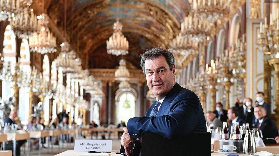 Vorsitzender Söder im Schloss Herrenchiemsee:Weiß-blaues Bombast-Event