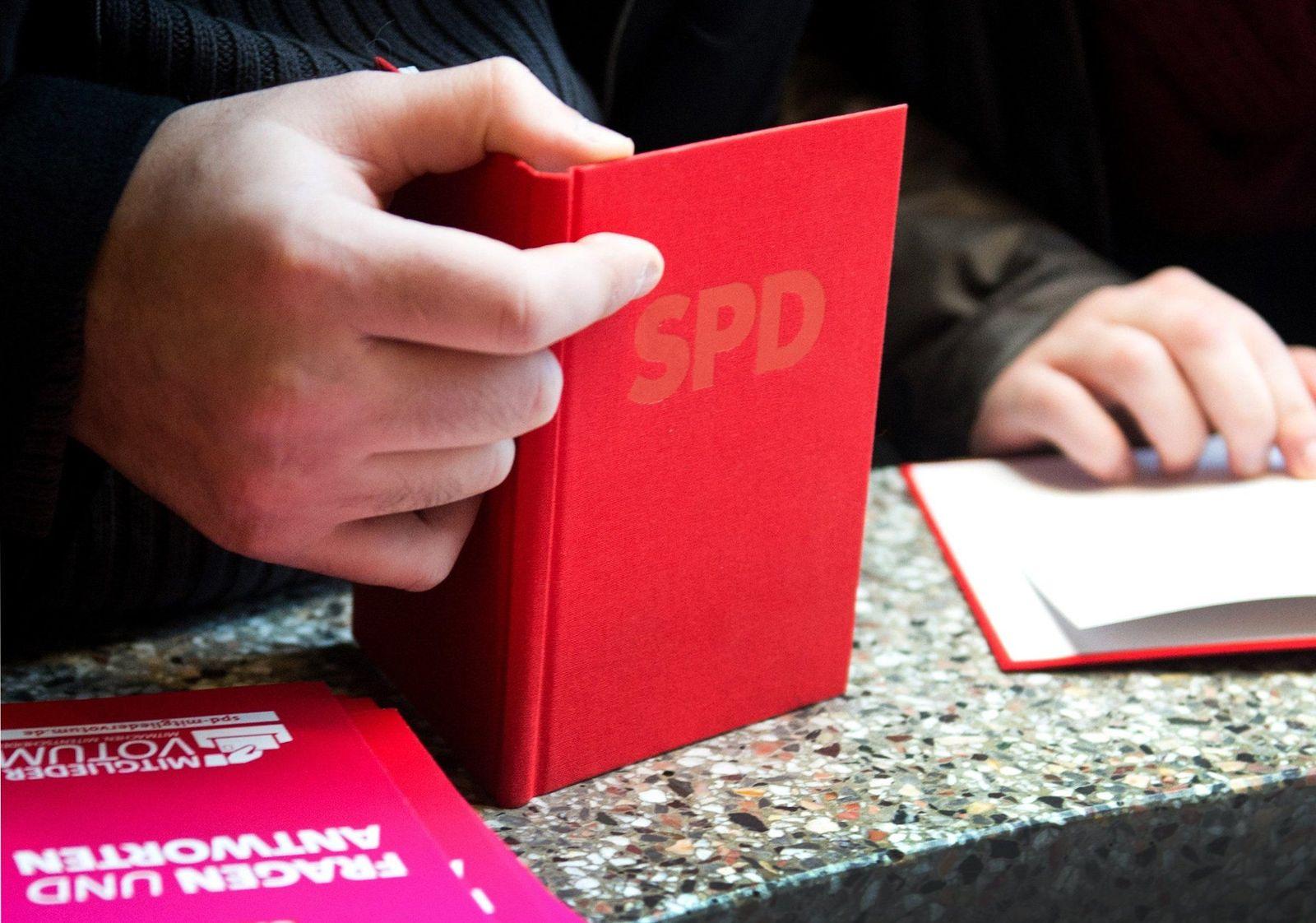 SPD/ Parteibuch