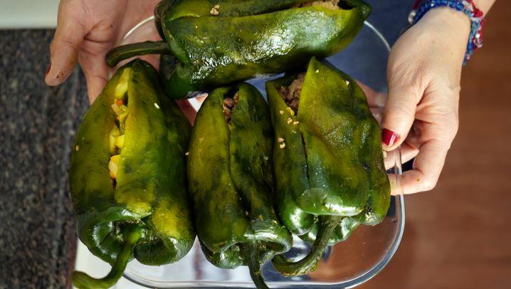 Lala Nogueras Lieblingsrezept für »Chiles Rellenos«, gefüllte Spitzpaprika