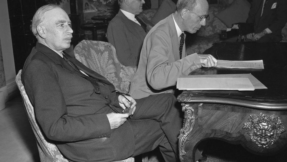"John Maynard Keynes (links) 1945 in Washington: Es drohte ein ""finanzielles Dünkirchen"""