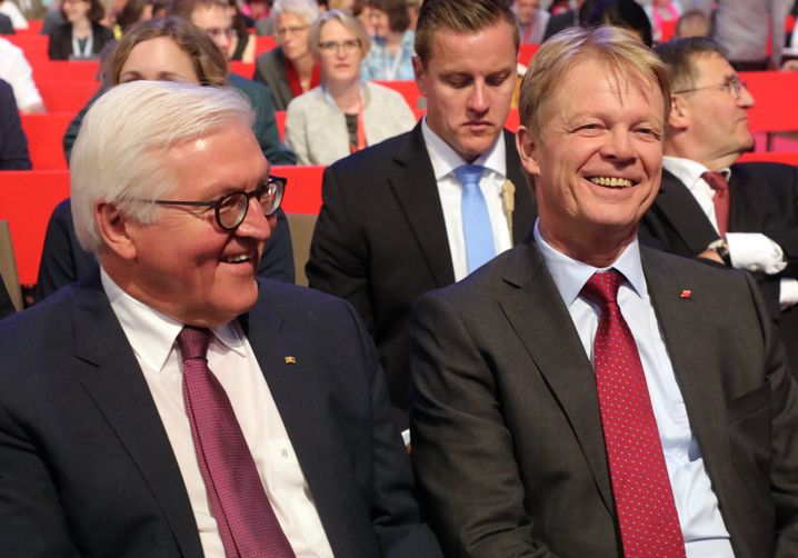 Bundespräsident Frank-Walter Steinmeier (l.) und Reiner Hoffmann