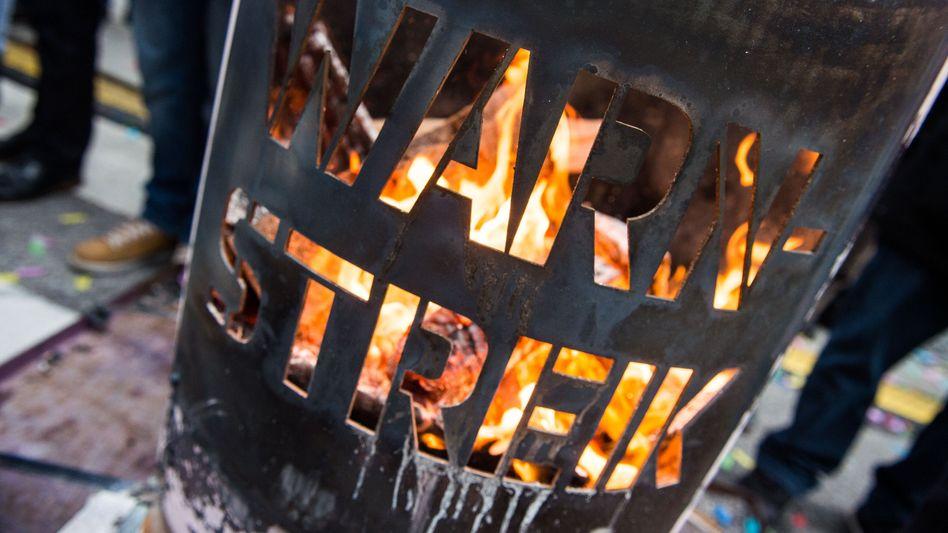 Feuertonne der Protestierenden
