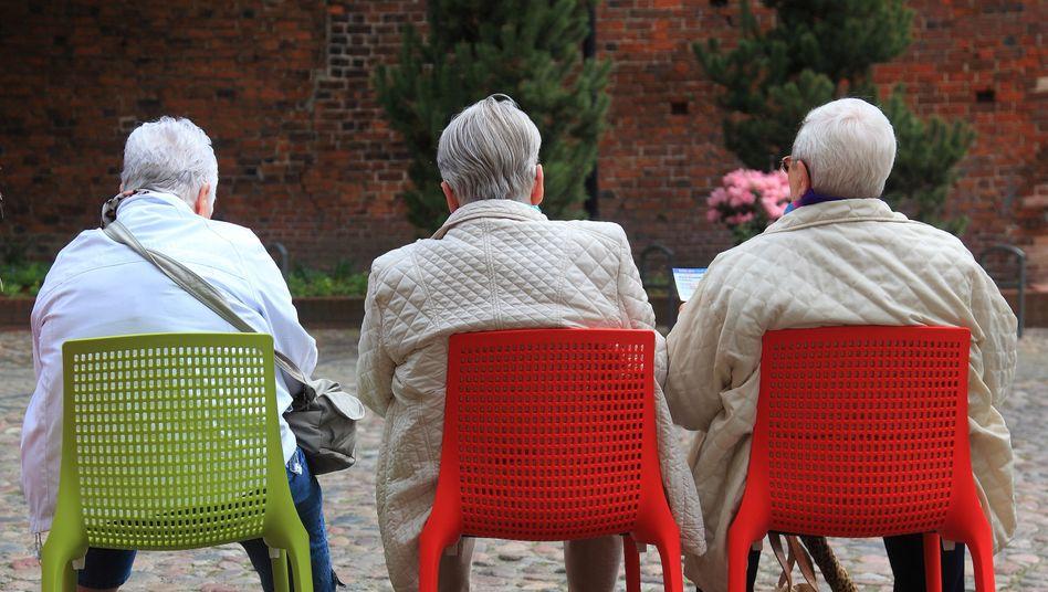 Rentnerinnen und Rentner in Havelberg (2015): Ein Viertel der Altersarmen bekommen die Grundrente nicht
