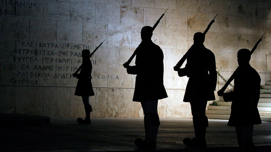 The Tomb of the Unknown Soldier in Athens: The German government has been running simulations to prepare for a possible Greek exit from the euro zone.