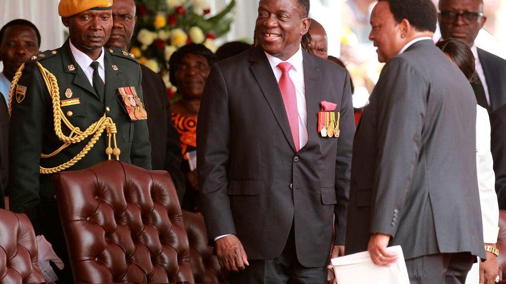Ende der Mugabe-Diktatur: Simbabwe feiert den neuen Strongman