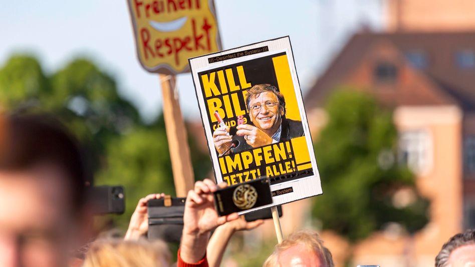"""Impfgegner bei Demonstration in Stuttgart: """"Der Glaube nach Einzigartigkeit geht stark mit dem Glauben an Verschwörung einher"""""""