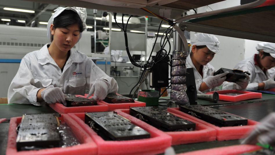 Arbeiter in Foxconn-Fabrik: Zwölfstunden-Schichten mit monotonen Arbeitsabläufen