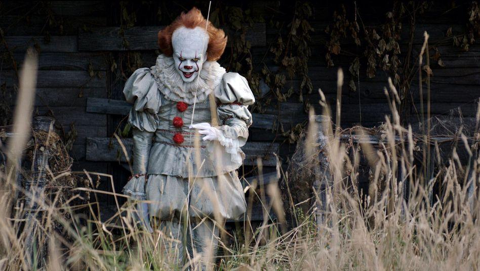 Zieht die Massen in die Kinos: Horrorclown Pennywise (Bill Skarsgård)