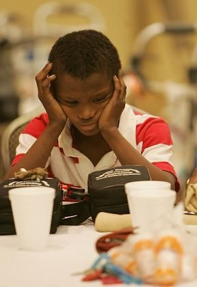 Siebenjähriger in einem klimatisierten Zentrum für Hitzeflüchtlinge: Suche nach Abkühlung