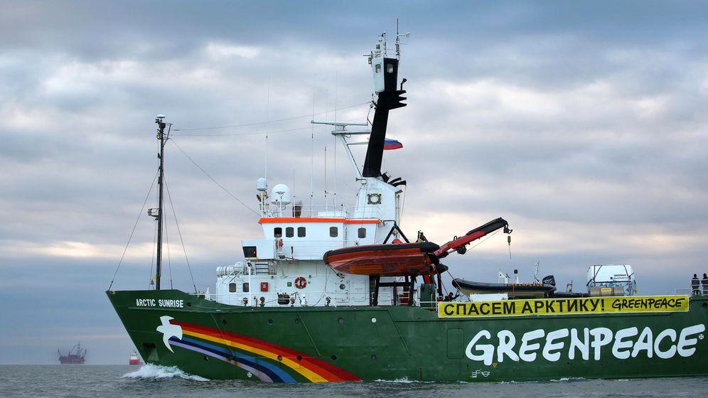 Eskalierter Protest: Russische Sicherheitskräfte zwingen Greenpeace-Schiff in Hafen