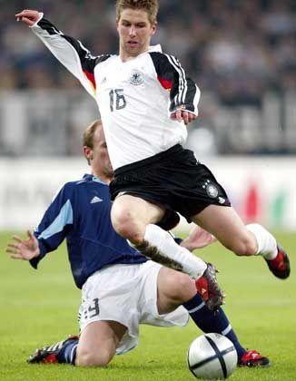"""Nationalspieler Hitzlsperger (r.): """"Klinsmanns Anruf war eine Bestätigung für meine Entscheidung, nach England zu gehen"""""""