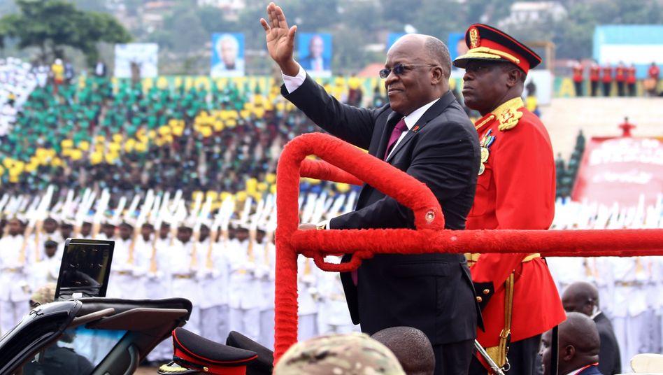 Tansanias Präsident John Magufuli bei einer Zeremonie (2019)