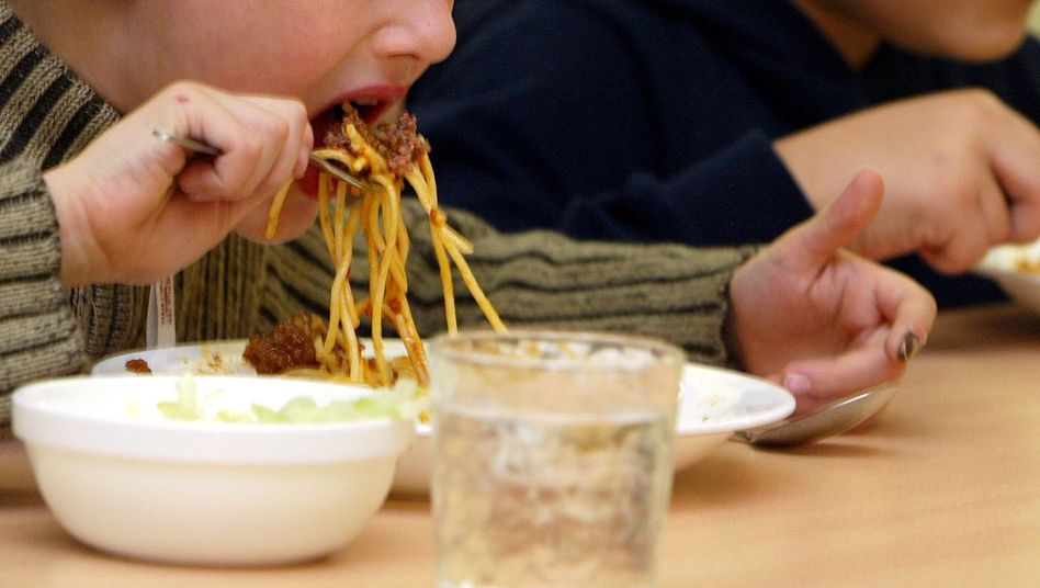 Mittagspause in einer Grundschule (Archiv): Wie gut ist das Essen an Schulen und Kitas?