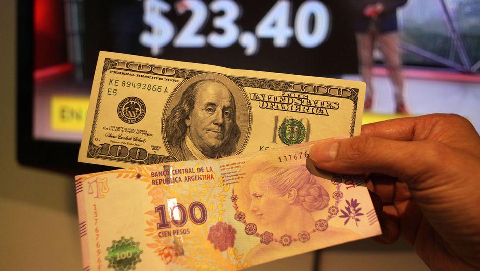 US-Dollar und argentinische Pesos