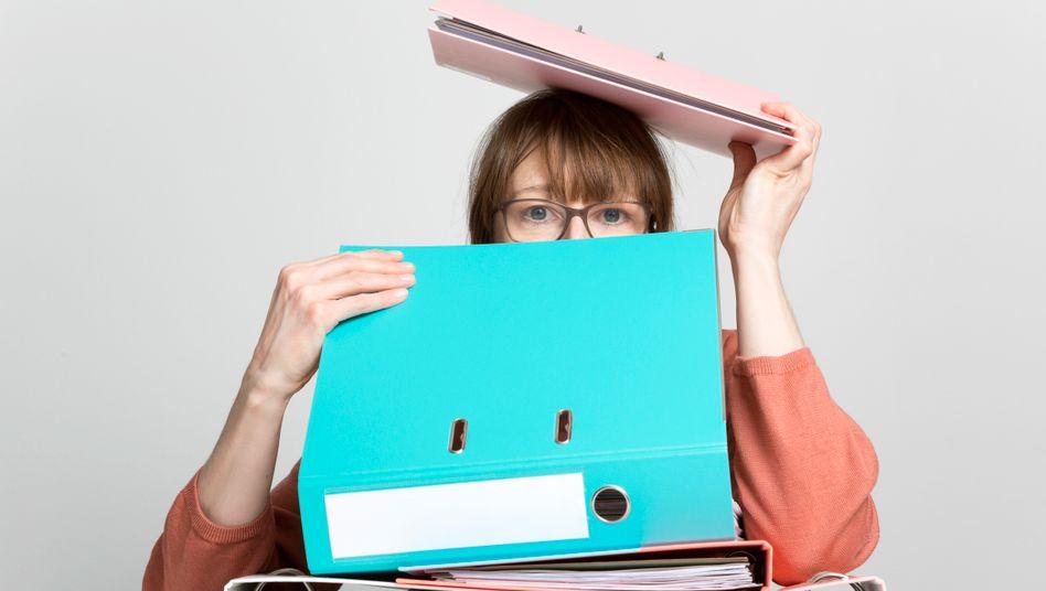 Klausuren, Präsentationen, Hausarbeiten: Das Studium steckt voller Herausforderungen, die am Selbstvertrauen nagen können (Symbolbild)