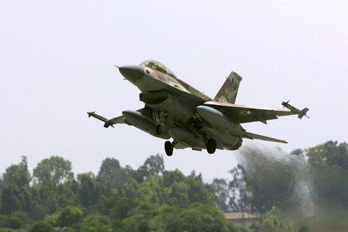 Israelischer Kampfjet: Iran hält das eigene Militär für überlegen