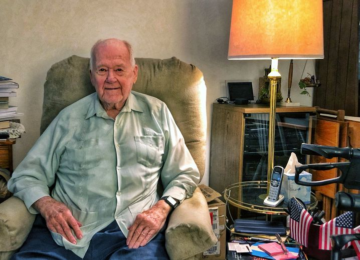 Agil und voller Witz: John Raaen in seiner Wohnung in Florida