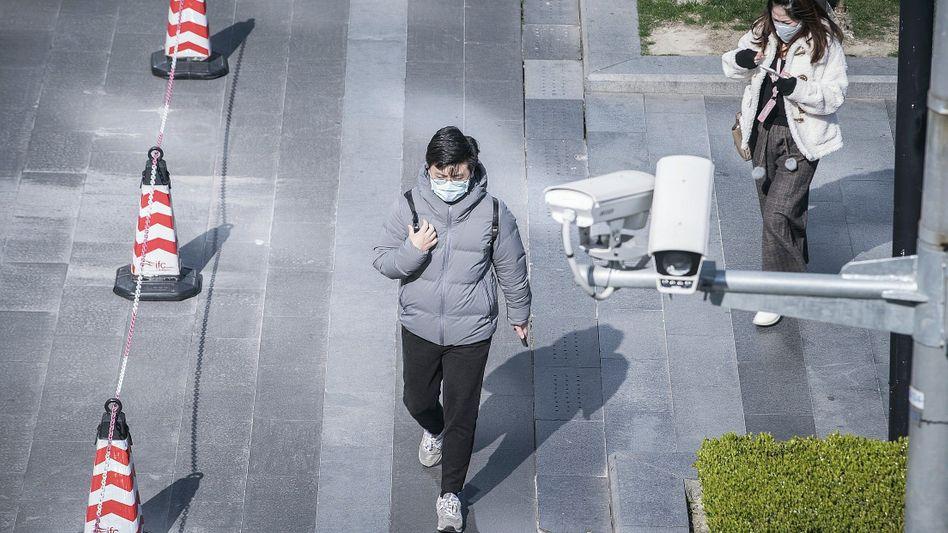 Passanten in Shanghai:50 Überwachungskameras auf der Straße