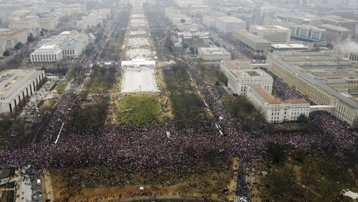 """Women's March"": Frauen marschieren gegen Trump"
