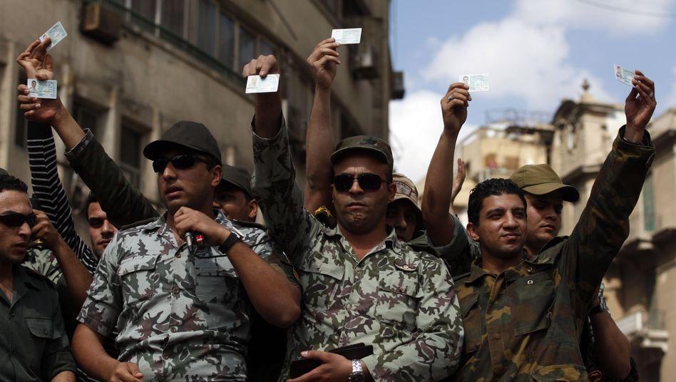 Ägyptische Soldaten auf einer Demonstration: Kritik unerwünscht?