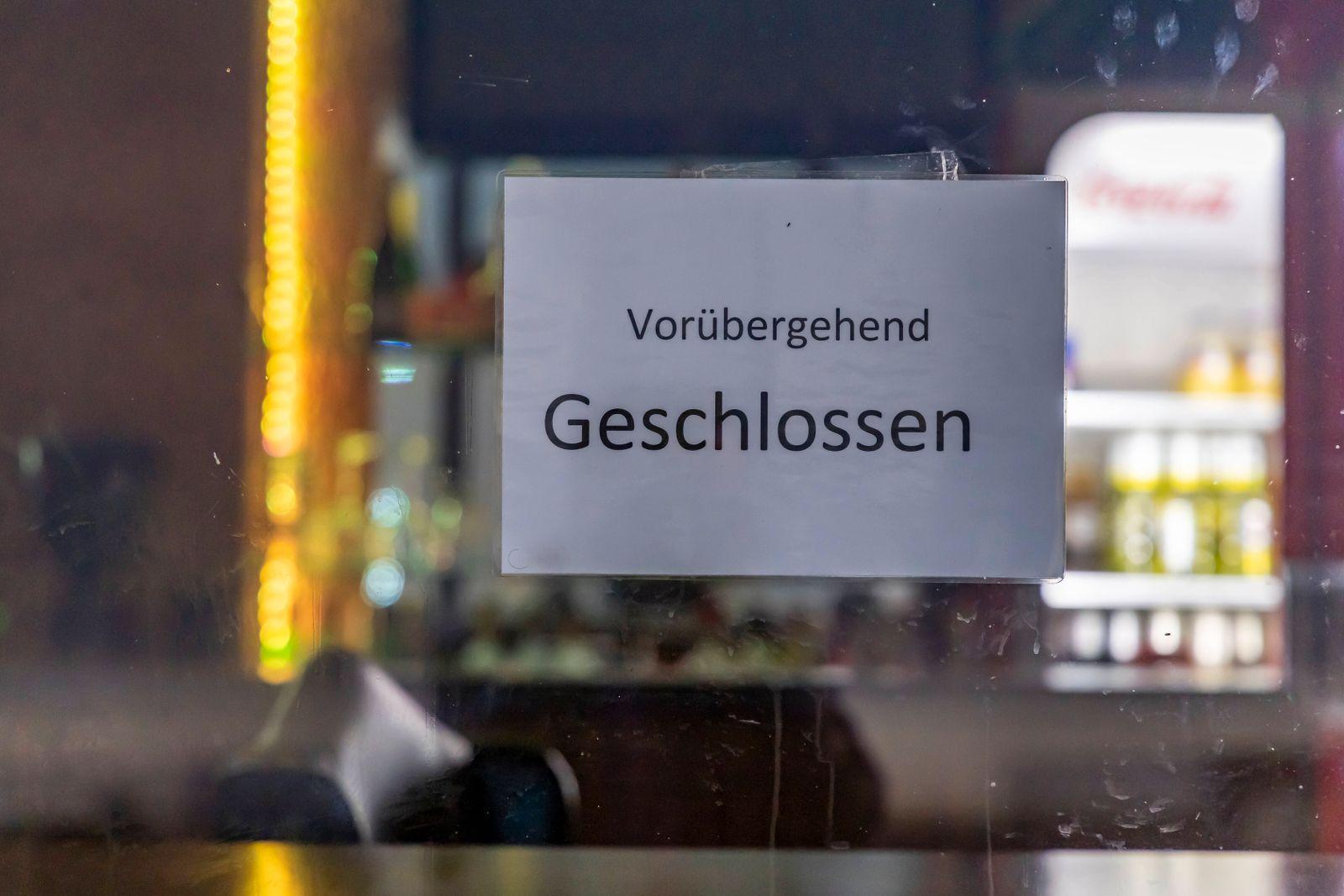 DEU, Deutschland, Baden-Württemberg, Stuttgart, 17.03.2020: Hier pulsiert gewöhnlich das Leben. Die Kneipen rund um den