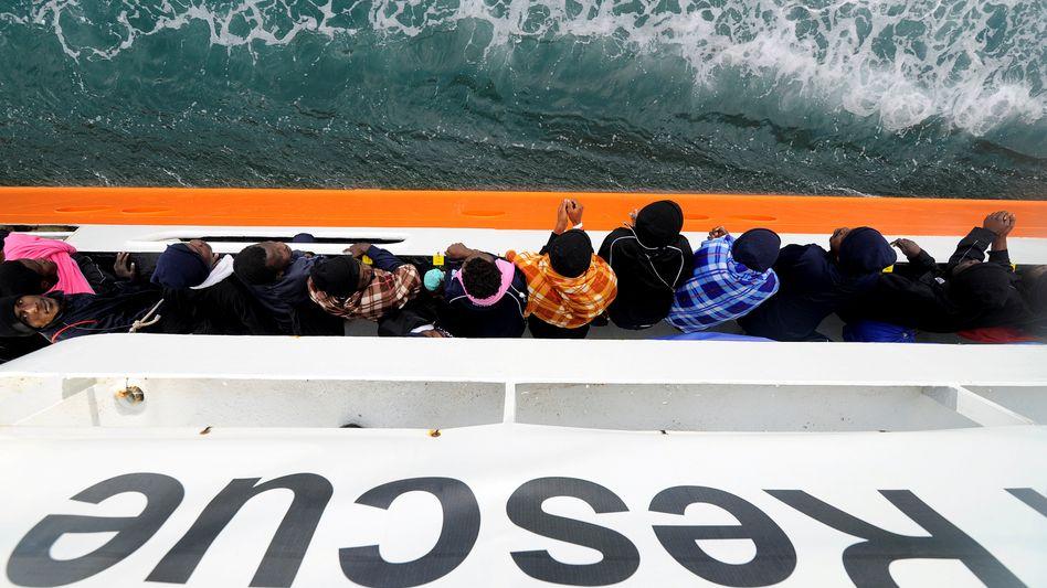 """Flüchtlinge auf der """"Aquarius"""" (Archivbild)"""