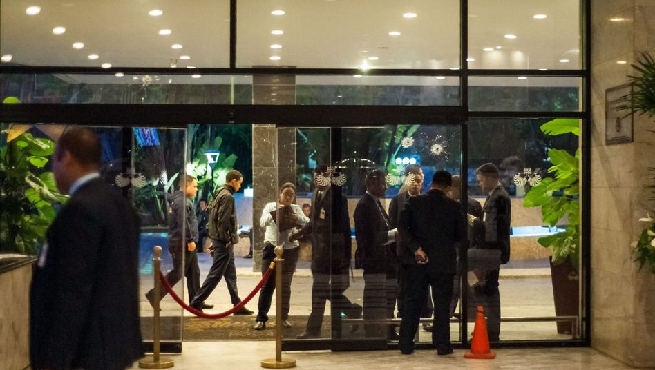 Einschusslöcher an Hoteleingang: Tödlicher Überfall in Caracas