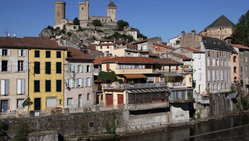 Pyrenäen-Wanderung: Kirche im Kornfeld