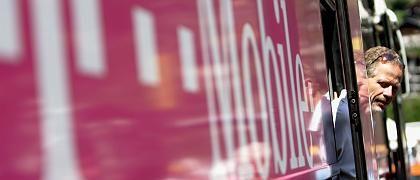 T-Mobile-Teamchef Bob Stapleton: Betroffen im Bus