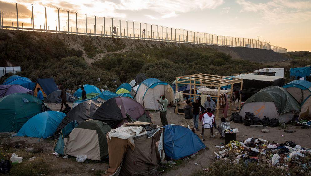Photo Gallery: The Refugee Drama of Calais