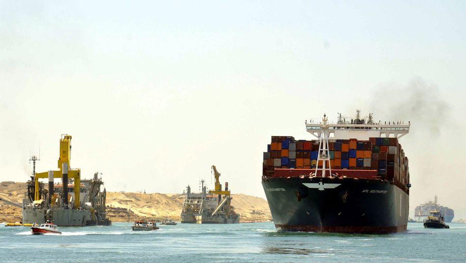 Containerschiffe auf dem Suezkanal (Archivbild)