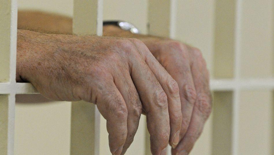 Hände hinter Gittern: Ist ein Ausbruch mit Hackermethoden möglich?