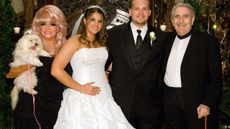 """Janice Crouch, Brittany Koper, Michael Koper, Paul Crouch: """"Das bisschen Haushaltsgeld"""""""