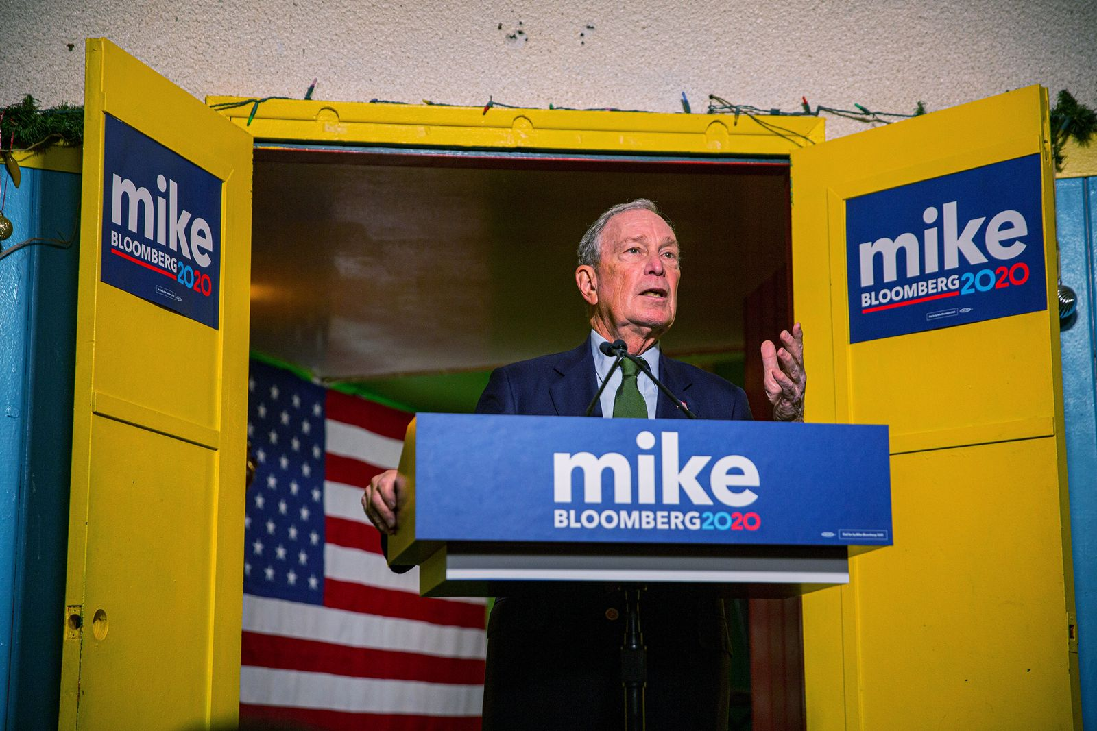 EINMALIGE VERWENDUNG EXPIREN 05.12.2020 Mike Bloomberg, the former New York City mayor, speaks after filing for Arizona's Democratic presidential primary, at Rosita's Place in Phoenix, Nov. 26, 2019. (Caitlin O'Hara/The New York Times)