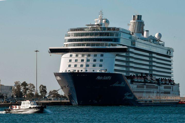 """Die """"Mein Schiff 6"""" hat am frühen Dienstagmorgen die griechische Hafenstadt Piräus erreicht"""